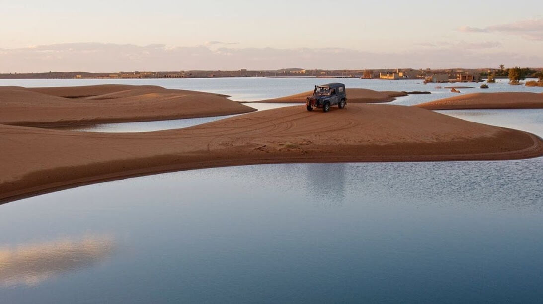 marrakech adventure tours in 4x4 vehicle in half-swamped desert
